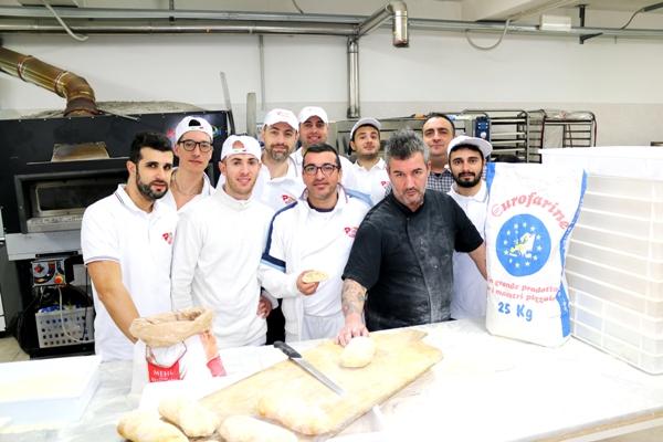 Pizza.it School, Massimo Bosco e gli allievi pizzaioli