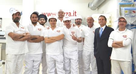 Gruppo pizzaioli e Umberto Bachetti
