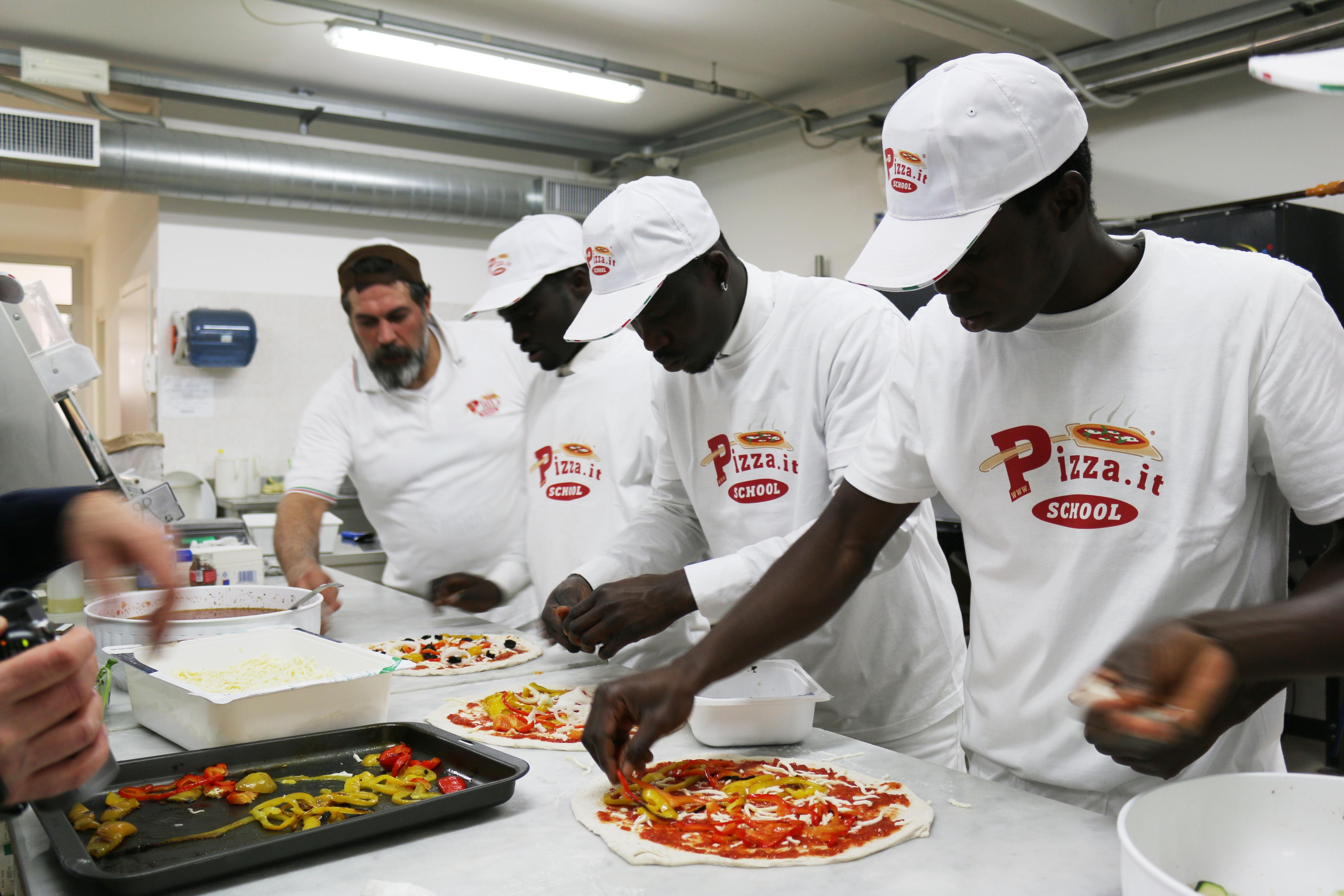 Profughi richiedenti asilo-Corso Aiuto Pizzaioli-Pizza.it School