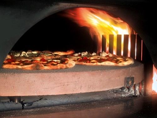 Annunci di lavoro pizzaiolo per forno rotante a legna in for Forno per pizza a gas