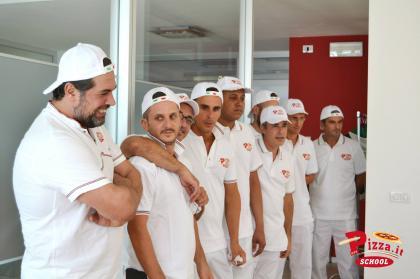 Pizza.it School- Giammario Mario Raschini e gruppo allievi pizzaioli