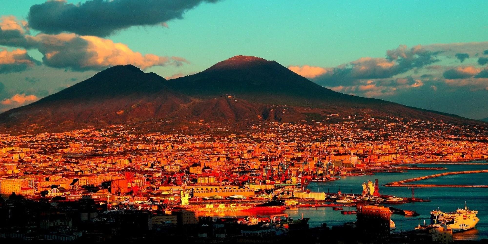 """Foto: """"Vesuvio in arancio"""", dal progetto fotografico """"I cambi d'abito del Vesuvio"""" di Roberta De Maddi"""
